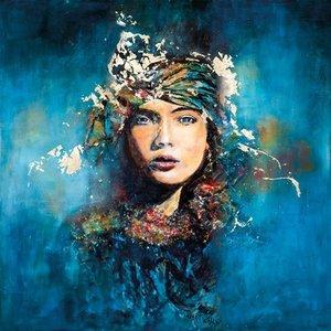 In the blue - Fotokunst vrouw