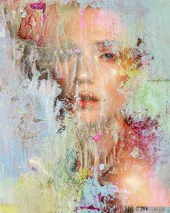 Through a colored veil - 112 x 140 cm - Fotokunstwerk vrouw