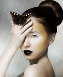 Woman with butterfly - Fotokunst vrouw