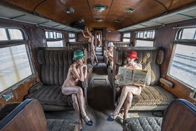 The Railroad Car - Fotokunst vrouwen