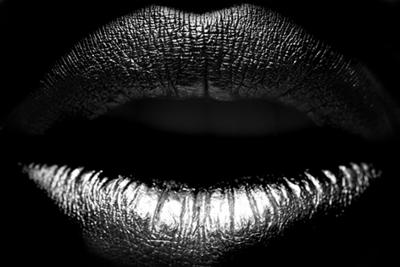 Silver touch | Fotokunst zilveren lippen