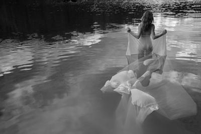 Woman in the water - Fotokunst vrouw