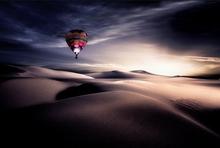 The-balloon-in-the-desert